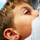 איך לתת משחות וטיפות לילדים?