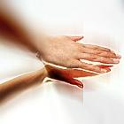 וידאו: כיצד מבצעים הצערת עור גב הידיים?